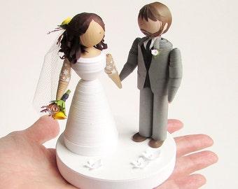 Quilled Paper Bride and groom figurine set, handmade wedding cake topper, bridal shower gift, unique wedding decor, unique wedding gift