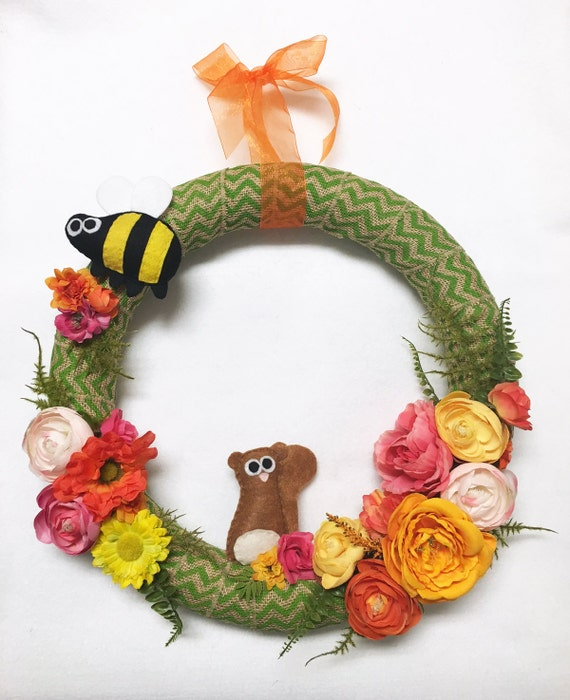 Burlap Wrapped Flower Wreath, Squirrel and Bumblebee Wreath, Felt Animals, Green, Burlap Ribbon, Summer Flowers