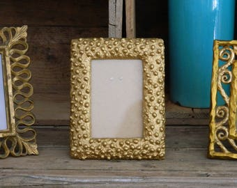 Gilded frame -  Baroque picture frame in resin - Curved photo frame with embossed decor - Dots - Golden frame