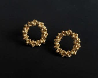 Gold stud earrings -Tiny dot earrings -Minimalist circle earrings -Gold circle studs -Granulation earrings -Gift for her -Anniversary gift