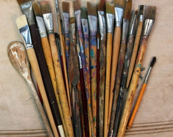 Vintage Used PAINT BRUSHES- (26+) Artist Paint Brush- Boho Worn Grungy Patina- Vintage Art Studio Decor- C18