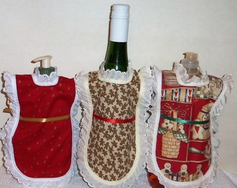 Dish Soap Apron, Gingerbread Men,  Holiday Winter, Christmas, Wine Bottle, Detergent Cover, Eyelet Lace, Kitchen Decor