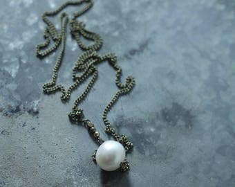 CIVAL Collective - Phoebe   Necklace   Simple Pearl necklace   Mod pendant   Minimal jewelry  Bridal Necklace   Pearl Choker    Dainty Basic