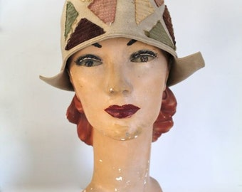 vintage 1920s cloche hat - COLOR BLOCK beige felt hat