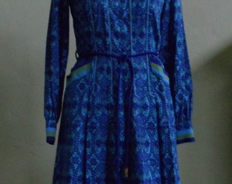 """Vintage 1970s Abstract Floral Print Long Sleeved Belted 100% Cotton Dress Bust 36"""" Waist 31"""""""