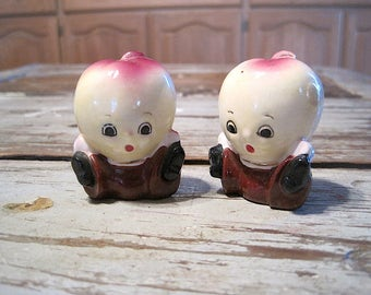 Vintage Par Mar Japan Apple Head Salt and Pepper Shakers