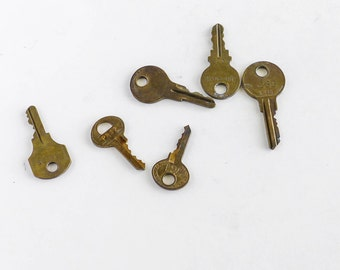 Lot of 6 Old Junk Keys Craft Art Supply Repurpose Upcycle Jewelry Rustic Patina