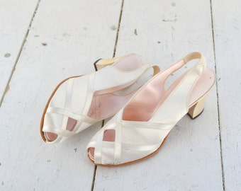 1940s Daniel Green Cream Satin Slippers, Size 2A65