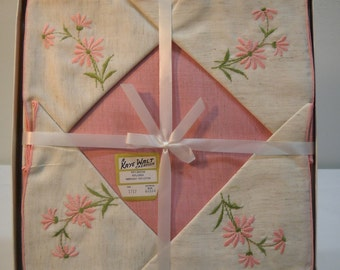 Vintage Kaye Walt Napkin And Tablecloth Set New In Box 44x44 Pink Daisy