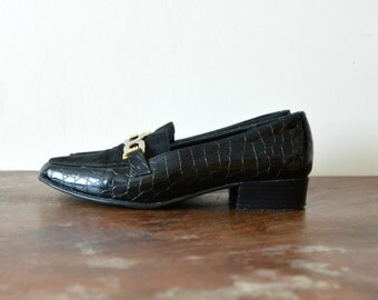 Womens Dress Shoes // Vintage Black Gold Buckle Loafers Flats Slip On Shoes US 7 1/2 EU 38 Patent Leather