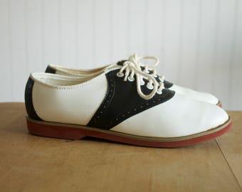 Vintage Women's Black and White Saddle Shoes 6.5