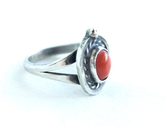 Red Coral Ring Size 5 .5 Vintage Southwestern Sterling Silver Rope Bezel Native American Cowgirl Jewelry