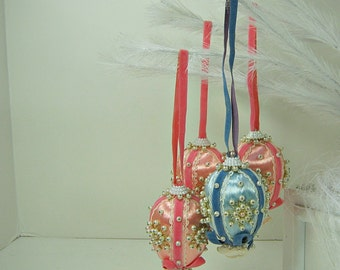 Vintage PEARL BEADED ORNAMENTS Set/4 Christmas Tree Pastels Sequins Bead
