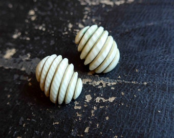 Nice 1950's 1960's French Vintage Clip Earrings, Cream Plastic and Metal - Pin Up Style