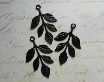 Vintaj Arte Metal {Tiered Leaves Pendant | Embellishment} 3 Pcs - AFS0002