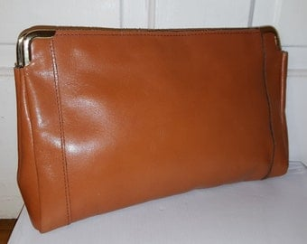 TOFFEE BROWN LEATHER Clutch // 70's Simple Modern Gold Frame Purse 80's Boho Hippie