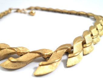 Vintage Trifari Brushed Gold Tone S Shaped Link Choker Necklace Vintage Trifari Jewelry 1950s Classic Style