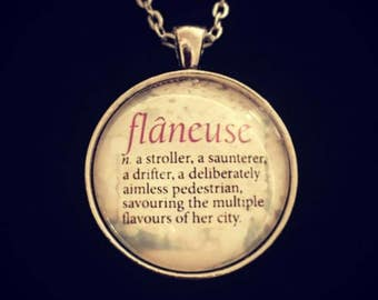 Bookish necklace: flâneuse