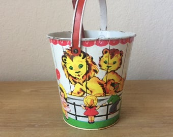 Vintage J Chein Metal ZOO Sand Pail with Shovel,  Colorful Animals Themed Sand Bucket 1950s