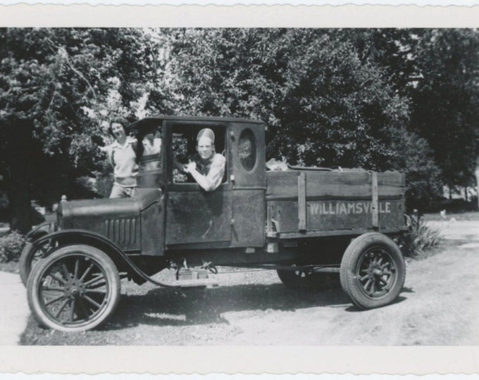 Vintage Snapshot Photo: Couple in Old Pick Up Truck (611519)