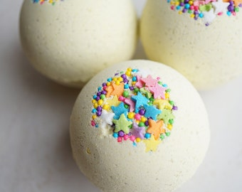 Lemon Cake Batter Fizzing Bath Bomb - Lemon Zest and Sweet Cake Scented 4.5 oz Bath Bomb with Kaolin Clay and Epsom Salts