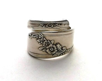 Spoon Handle Ring Queen Bess 1946 Violet Flowers February Vintage Sterling Silver Plated Wrapped Jewelry Spiral Upcycled Silverware Flatware