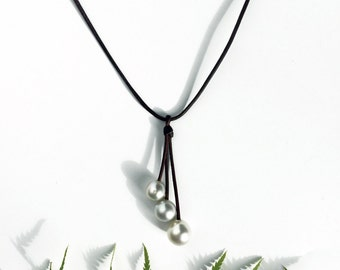 White Australian pearls necklace for woman, Australian leather, minimalist and very chic style