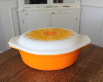 Vintage Pyrex Sunflower or Daisy 1 1/2 QT Oval Covered Casserole Dish Orange Yellow 043