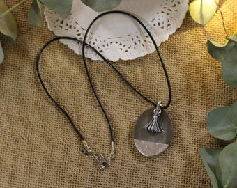 Original necklace in concrete with mini black and white Pompom