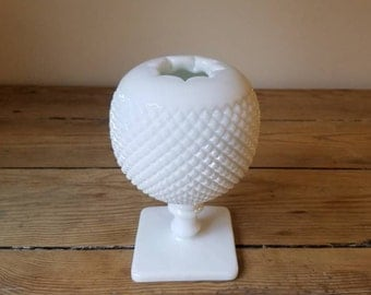 Vintage Westmoreland White Milk Glass Hobnail Ivy Ball Vase. Beautiful Sphere Shaped Flower Vase. Collectible. Cottage Chic Decor.