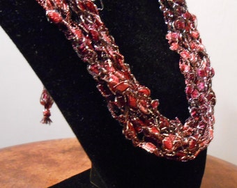 Dark Red and BlackTrellis Necklace Item No. 119b