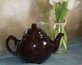 Brown Betty Classic Brown Lustre Teapot in England, c1930s Holds 2 Pints of Tea