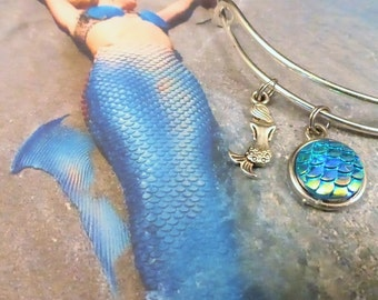 Mermaid Scale Charm Bracelet - Shimmery Blue / Green - Jewelry Gift for her - Sister - Daughter - Granddaughter