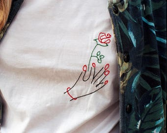 Nail salon inspired embroidery with rose / Broderie inspirée salon de manucure avec rose
