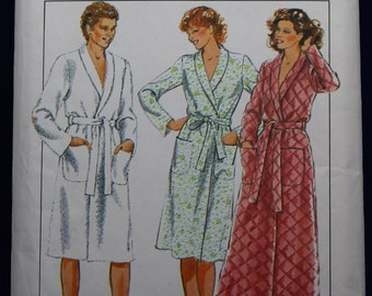 Sewing Pattern for a Man's Robe in Size S & M - Style 3655