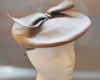 Cute Vintage Ladies' Hat - Dobbs, Tam or Beret, Tan/Gray Wool with Bow, 1940s