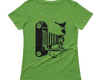 Camera Tshirt - Camera T Shirt - Bird on Camera Womens T Shirt - Graphic Tee - Ladies Tshirt -  Gift For Photographer