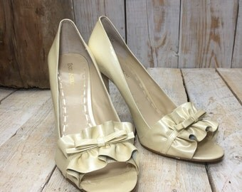 Size 10.5 Enzo Angiolini High Heels Shoes, Opaque Heels Pumps, Ruffle Bows, Ivory Heels, pearl bridal heels, Ivory Heels, bride, bridesmaid