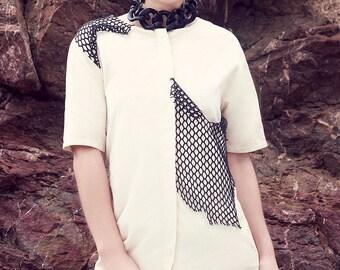 SAO COAT: short sleeved coat, round neckline, round pockets, beige twill, black net insert, loose,metllic zip, casual, elegant, unique piece