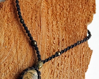 Naturestyle/macrame necklace with Jasper