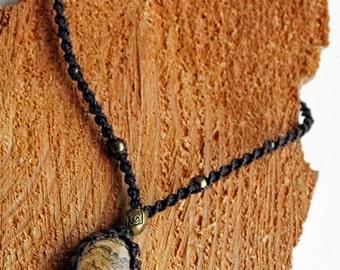 Naturestyle/macrame necklace with Jasper