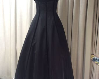 1950's Black Dramatic and stunning Hollywood Starlet evening gown.