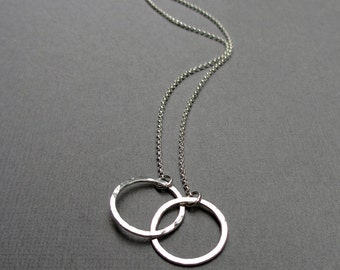 Two Circle Necklace, Sterling Silver, Interlocking Circle Necklace, 2 Ring Necklace, Delicate, Wedding, Eternity, Gift for Friend Couples