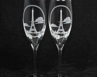 NEW 2 Eiffel Tower Wedding Champagne Glasses, Paris Destination Wedding or Engagement, Travel Themed Wedding