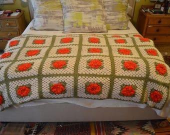 Vintage 1970s hand crochet rose granny square blanket afghan