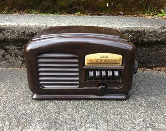 1940 Airline Art Deco Bakelite Radio 04BR513A