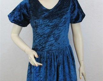 1920's or Early 1930's Blue Crushed Velvet Short Sleeve Dress With Pink Flowers On Hemline - Bust Size 32 Inches