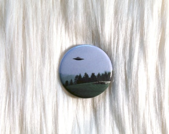 """X-Files UFO Pinback Button - 1.25"""" Round Pin // I Want to Believe"""