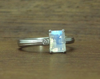 Moonstone Engagement Ring, 18k Rainbow Moonstone ring, White Gold Antique Ring, Art deco Ring, Vintage Ring, Moonstone Anniversary Ring