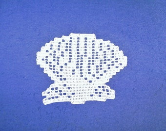 Doily lace crochet: scallop shell creation is hand Made in France.